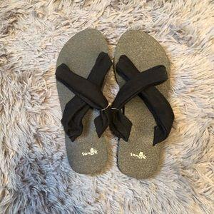 Sanuk sandals. Size 6